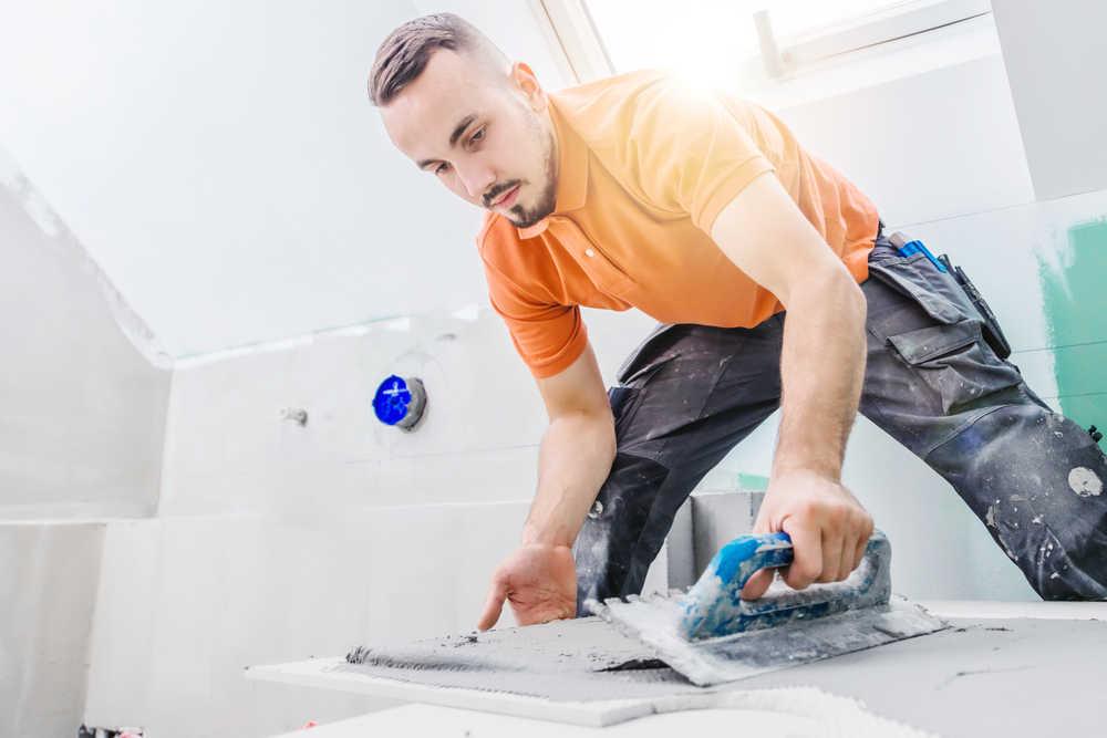 Cómo instalar azulejos en el baño